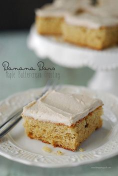 I love banana recipes so when I had a few ripe bananas so I used them to make delicious banana bars with maple buttercream frosting! Ripe Banana Recipe, Banana Bread Recipes, Brownie Recipes, Köstliche Desserts, Delicious Desserts, Dessert Recipes, Bar Recipes, Maple Buttercream, Buttercream Frosting