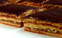 "Un desert frumos și incredibil de gustos: tort polonez ""Pani Walewska"" - Bucatarul Pie Recipes, Crockpot Recipes, Baking Recipes, My Food Pyramid, White Cakes, Cake Business, Russian Recipes, Food Cakes, Sweet And Salty"