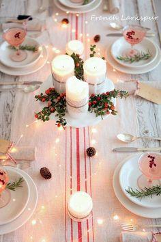 tavola-di-natale-luminosa. So simple and lovely.