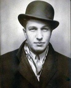 Vincent Price in the spring of the end of his first year at Yale. The Vincent Price Papers, Manuscripts & Archives, Yale University Library. Hollywood Men, Vintage Hollywood, Classic Hollywood, Horror Icons, Horror Films, Dramas, Herbert Lom, Fritz Lang, Classic Movie Stars
