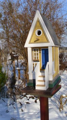 BIRDHOUSE WITH STEPS
