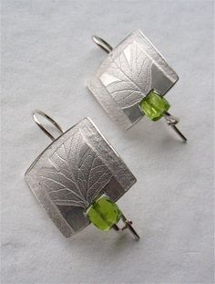 Wild Hawthorn Earrings - silver, peridot