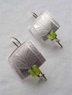 Wild Hawthorn Earrings - silver, peridot