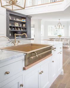 Top ten favorite ways to add brass to your home on Design Chic today, link in bio. Beautiful kitchen design by the talented Tom and Cara Fox of Beautiful Kitchen Designs, Best Kitchen Designs, Beautiful Kitchens, Cool Kitchens, White Kitchens, Dream Kitchens, Kitchen Styling, Kitchen Decor, Kitchen Ideas