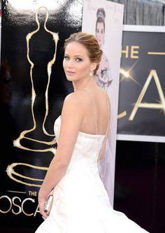 La collana sulla schiena di Jennifer Lawrence