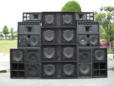 O Espaço Zé Presidente recebe, na sexta, 30, às 23h, a festa Roots and Future, com Amanajé Sound System, e High Public Sound.