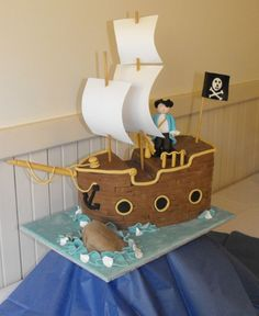 Ideas for the side of a cake, I can't/dont want to make it shaped like a ship, too much! =)