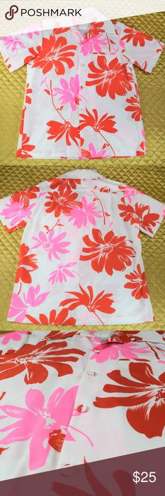 """Men's White Floral Hawaiian Vacation Shirt This is a gorgeous vintage Hawaiian shirt by Polynesian Bazaar There was no size tag but, who needs on when you have measurements? 😉  My guess is a Large.   🌟🌟 MEASUREMENTS 🌟🌟  Pit to pit - 20"""" Length -27""""  *If you appreciate old school quality - you're in the right place. We don't just sell items, we put time & work into them. We also ship FAST, within 1-2 business days at MOST! Thanks for visiting my Closet! 🌹🌹😊 Polynesian Bazaar Shirts…"""