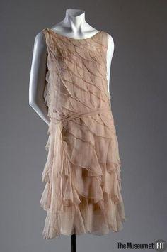 Evening dress Chanel, Designer: Gabrielle Chanel Pink crepe chiffon Date: 20s Fashion, Fashion History, Art Deco Fashion, Vintage Fashion, Fashion Design, Classy Fashion, Chanel Fashion, Victorian Fashion, Fashion Tips