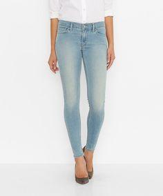 Sehr körperbetonter Schnitt und starker Materialmix: Die Innovation Super Skinny aus 87% Baumwolle, 9% Polyester und 4% Elastan präsentiert sich nicht nur perfekt in Linie und Passform, der elastische Materialmix bietet ihrer Trägerin auch einen unglaublich tollen Tragekomfort. Ein überzeugendes Jeans-Konzept, das ebenso innovativ wie sexy ist....