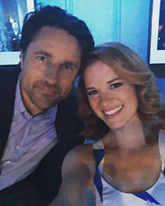 Martin Henderson and Sarah Drew
