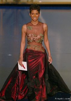 The first African American female to win best actress - Halley Berry! Beautiful woman and good actress!
