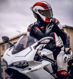 information and pictures for motorcycles Moto Bike, Motorcycle Helmets, Motorcycle Jacket, Ducati, Cb 1000, Honda, Bike Photoshoot, Biker Boys, Sportbikes