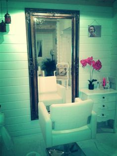 Shabby chic Hair salon/ log cabin idea with the MIRROR