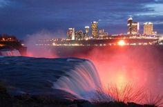 Las Cataratas del Niagara, al anochecer. Una visión que nunca podrías olvidar. pic.twitter.com/8VeJlkMuf7