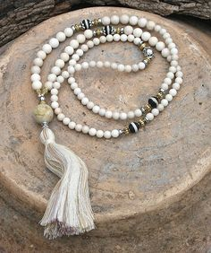 Mala necklace made of 6 and 8 mm - 0.236 and 0.315 inch, beautiful jasper gemstones. Together they count as 108 beads. The mala is decorated with frosted agate, hematite and the guru bead is a jade gemstone - look4treasures on Etsy