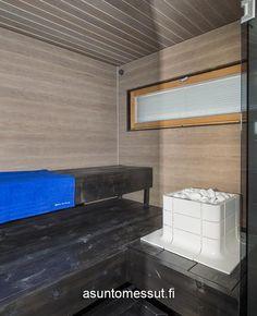 ABB-talo I Tulikiven Nuoska-kiuas integroituna lauteisiin. Sauna