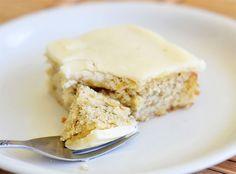 """Misafirlerinize hızlı bir şekilde hazırlayabileceğiniz lezzetli """"Muzlu Kek"""" tarifi. Afiyet olsun.  http://www.lezzetlim.net/pratik-muzlu-kek-tarifi.html"""