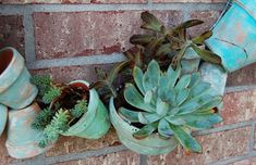 By the Way: Clay Pot Wreath + Succulents = Smile! Clay Pot Projects, Projects To Try, Easy Fall Wreaths, Succulent Wreath, Clay Pots, Succulents, Gardens, Smile, Bed