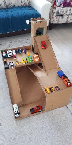 Cardboard Box Crafts, Cardboard Furniture, Paper Crafts, Indoor Activities For Kids, Infant Activities, Games For Kids, Diy Craft Projects, Diy And Crafts, Crafts For Kids