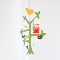 Este é o móbile árvore . Produzido em MDF pintado e envernizado, com peças em papel e tecido. Entrega:3dias úteis, mais o prazo dos correios.