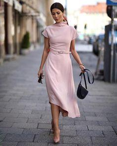 Blush dress her style in 2019 paris chic, kleider, mode Fashion Mode, Trendy Fashion, Fashion Outfits, Womens Fashion, Style Fashion, Dress Fashion, Korea Fashion, Japan Fashion, Fashion Vintage