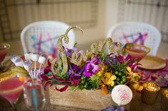 DIY: Love Hanger steps for a table number Diy Letters, Glitter Letters, Foam Letters, Gold Glitter, Glitter Centerpieces, Table Centerpieces, Wedding Table, Diy Wedding, Wedding Stuff