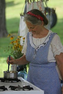 love her apron, Love The outdoor gas stove! Country Women, Country Blue, Country Charm, Country Living, Farmhouse Aprons, Country Farmhouse, Down On The Farm, Aprons Vintage, Cottage Chic