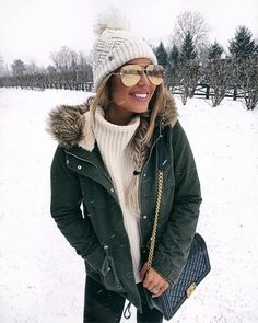 winter outfits cold 52 Lovely Winter Dress Ideas F - winteroutfits Cold Weather Outfits, Casual Winter Outfits, Winter Fashion Outfits, Autumn Winter Fashion, Fall Outfits, Outfits For The Snow, Winter Snow Outfits, New York Winter Outfit, Snow Day Outfit