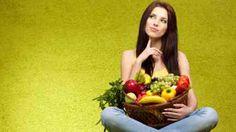 Frau mit Fruchtkorb