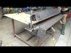 Homemade Chunky Sheet Metal Folder (a bender / brake for weldmesh and other flat things) - YouTube Metal Bending Tools, Metal Working Tools, Sheet Metal Bender, Fabrication Tools, S Youtube, Chocolate Lava, Iron Gates, 90 Degrees, Entryway Tables