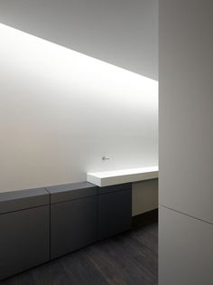 Beautyful light entering this bathroom designed by B. Hoedel. Photo by Johannes Marburg.