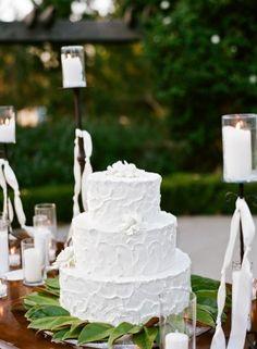 White-Wedding-Cake-Table