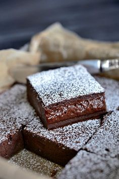 Franciska Beautiful World.She says it's the World's Best Chocolate Cake but I don't know :) Best Chocolate Cake, Chocolate Desserts, French Chocolate, Chocolate Brownies, Baking Recipes, Cake Recipes, Dessert Recipes, Norwegian Food, Scandinavian Food