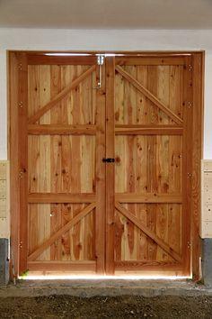 Masivní modřínová vrata