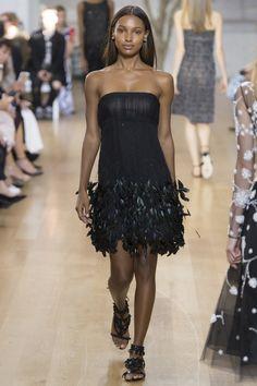 Oscar de la Renta Spring 2017 Ready-to-Wear Fashion Show - Jasmine Tookes