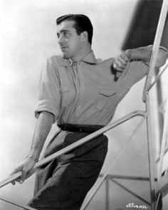 John Payne, one of many such publicity photos MGM released to promote their new star I really want that shirt he's wearing. Hollywood Men, Hollywood Icons, Golden Age Of Hollywood, Classic Hollywood, John Payne Actor, Alice Faye, Learn Magic, Miracle On 34th Street, Musical Film