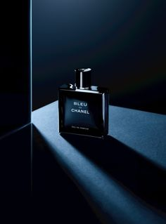 Basenotes - Chanel launch Eau de Parfum of Bleu de Chanel 2014 - Still life photography Parfum Guerlain, Parfum Chanel, Best Fragrance For Men, Best Fragrances, Advertising Photography, Commercial Photography, Still Life Photography, Beauty Photography, Product Photography Lighting