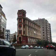 Esta es la actual sede de la UGT en Coruña, antes de que se le entregara de forma gratuita fue la escuela de música.