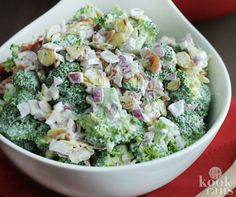 Guilt-free enjoyment of this broccoli salad with bacon and onion - This broccoli salad has been put together in such a way Some people find it difficult to really enj - Healthy Salad Recipes, Healthy Drinks, Keto Recipes, Low Carb Broccoli Salad, Superfood Salad, Fast Food, Happy Foods, No Cook Meals, Food And Drink