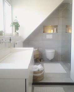 - Toen onze Badkamer aan een opknapbeurt toe was, hebben we besloten de aangrenzende slaapkamer er bij te betrekken. Tevens hebben we een dakkapel laten plaatsen om zo de sta-oppervlakte te vergroten. zo hebben wij onze droombadkamer met royale inloopdouche en fitness ruimte kunnen verwezenlijken. Nuenen, Lunteren, New Homes, Attic Bathroom, Small Room Bedroom, Amazing Bathrooms, Window Room, Bathroom Design, Bathtub