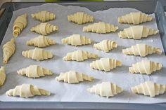 Cornuri din aluat de brânză umplute cu dulceață - un desert excelent pentru cafeaua de dimineață... - Bucatarul Ideas, Food And Drinks, Thoughts