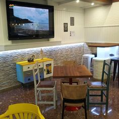 Cafeteria La Vela. Restauracion de mobiliario y decoración de Revolta Background