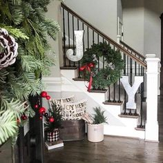 15 Festive Christmas Staircase Decor Ideas - - Looking for a festive way to decorate your staircase this Christmas? We've got 15 awesome Christmas staircase decor idea Christmas Staircase Decor, Christmas Entryway, Classic Christmas Decorations, Christmas Porch, Farmhouse Christmas Decor, Xmas Decorations, Christmas Fun, Christmas Wreaths, Christmas Island