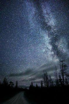 Ognuno di noi ha un angolo segreto nascosto nel cuore, fatto di desideri e sogni, in cui tornare la notte.  - Virginia Woolf -
