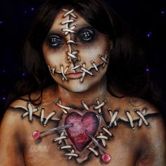 21 Halloween make-up before-and-afters that will blow you away Voodoo Doll Makeup, Halloween Makeup Artist, Voodoo Dolls, Halloween Makeup Looks, Voodoo Doll Costumes, Costume Halloween, Halloween Kostüm, Sfx Makeup, Costume Makeup