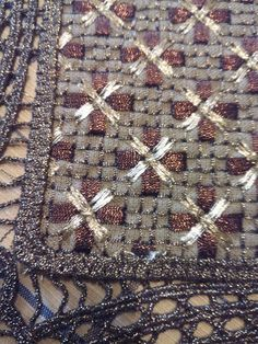 Beaded Embroidery, Embroidery Designs, Diy And Crafts, Web Design, Quilts, Stitch, Blanket, Beads, Christmas Decor