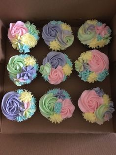 ha bol na safina Frost Cupcakes, Buttercream Cupcakes, Cupcake Frosting, Cupcake Cookies, Cupcakes Design, Cupcake Cake Designs, Cake Decorating Piping, Cookie Decorating, Pretty Cakes