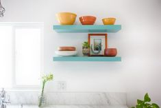 Simple and Creative Tips and Tricks: Floating Shelves Entertainment Center Home Office floating shelf plants side tables.How To Decorate Floating Shelves Unique floating shelves closet house.White Floating Shelves With Lights. Floating Shelf Under Tv, Black Floating Shelves, Floating Shelves Bedroom, Floating Shelf Decor, Floating Shelves Kitchen, Kitchen Shelves, Ikea Shelves, Glass Shelves, Shelves Under Tv