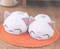 Nemuneko Plush Type-B: White About Mary wants in black or pink Kawaii Shoes, Kawaii Clothes, Crazy Cat Lady, Crazy Cats, Neko, Cute Shoes, Me Too Shoes, Cute Slippers, Slipper Socks